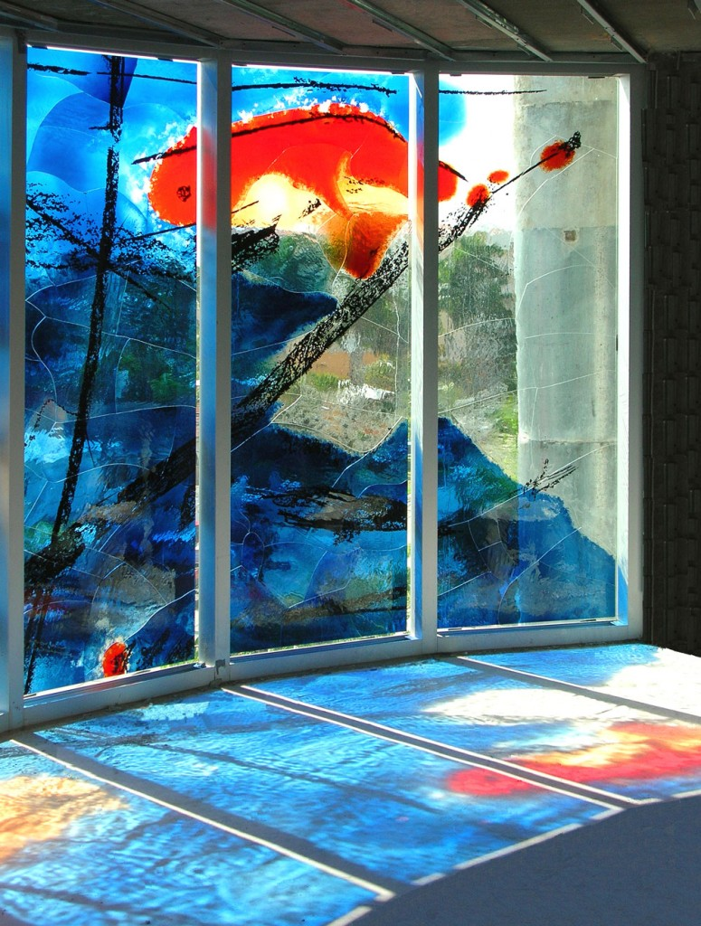 Place des Arts, un ansamblu rezidențial din Fort Lauderdale, Florida. Sticla a fost pictată de artistul german Peter Kuckei.