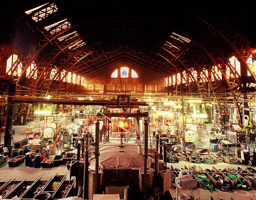 Hala de producție se află îngtr-o construcție spectaculoasă din lemn, ridicată în anul 1886.